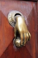 a98406_door-knocker_5-hand
