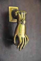 HandKnocker