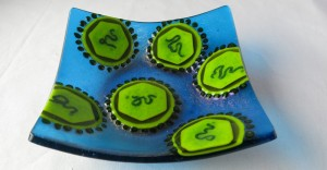 fused_glass_dengue_fever_virus_dish_by_trilobiteglassworks-d6y9yvf